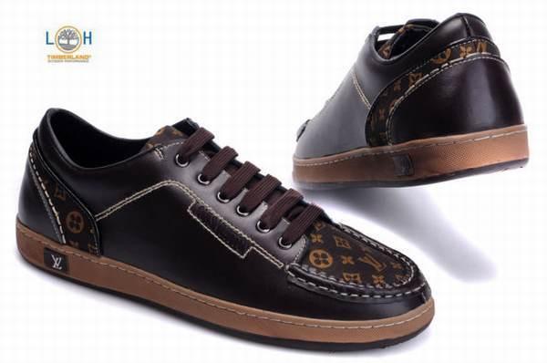 cec005f1647 Chaussures en cuir souple doivent avoir un espace à l avant pour les pieds  de bébé de respirer et de grandir.